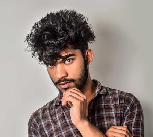 Cuanto crece el pelo de un hombre en un día, semana, mes y ano