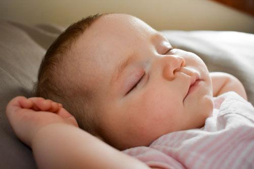 Los bebés deben dormir entre 12 y 15 horas